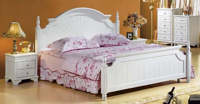 Białe łóżko sypialniane