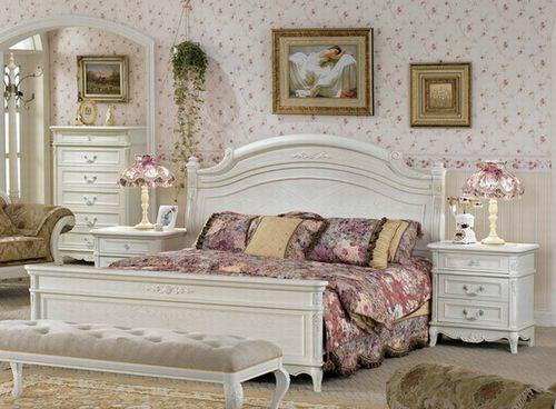 Białe łóżko do sypialni