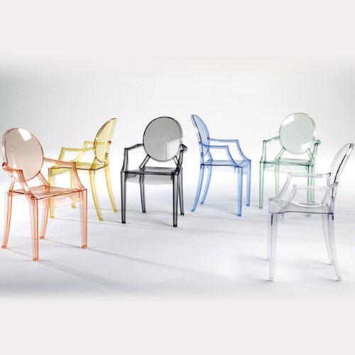 Przeźroczyste i kolorowe krzesła duch Ghost Chair do jadalni lub salonu