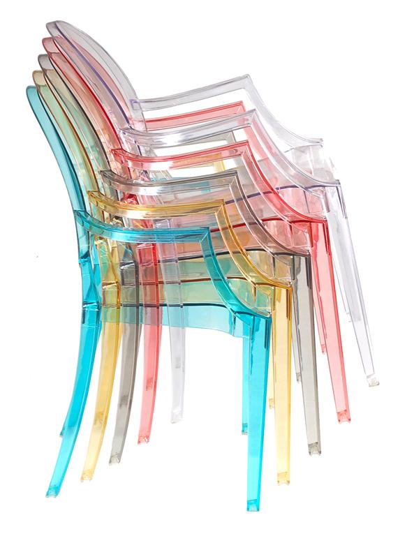 Złożone Ghost Chair krzesła wkładane jedno w drugie