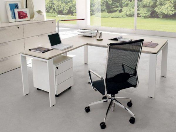 Biała, wysoka komoda z szufladami oraz niska komódka pod biurko