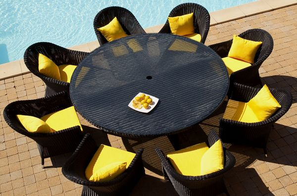 Ekskluzywny stolik i krzesła z czarnego technorattanu