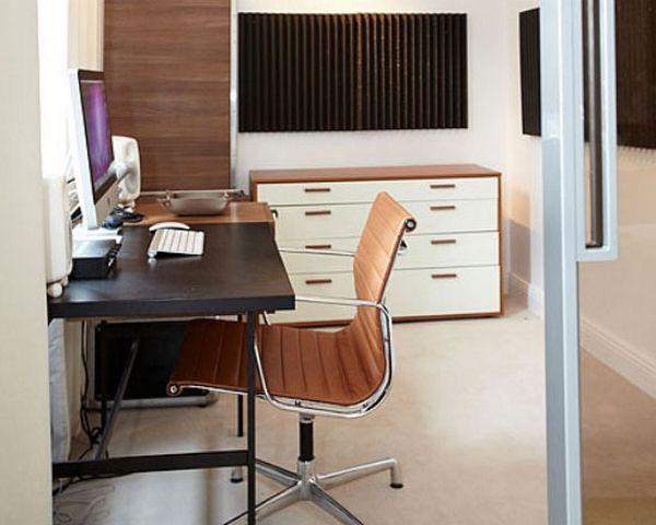 Niska, biała komoda z szufladami do małego biura