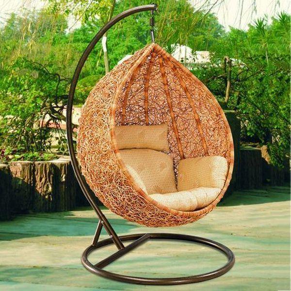 Wiszący rattanowy fotel do ogrodu patio lub na taras