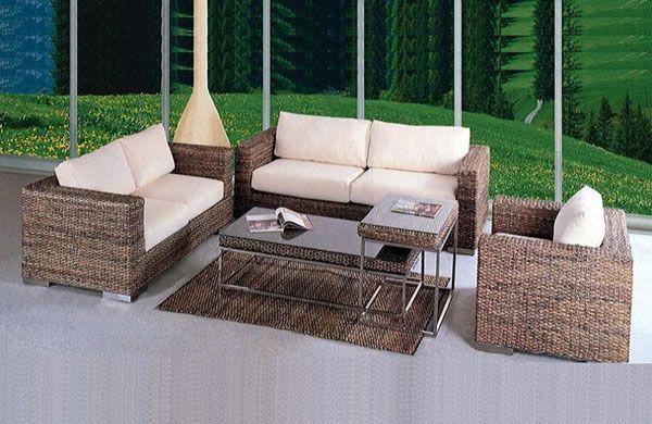 Zestaw mebli z naturalnego rattanu: sofa, fotel, stolik