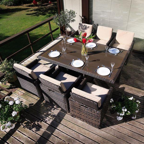 Zestaw mebli z technorattanu na taras, balkon. W komplecie stół oraz krzesła/fotele.