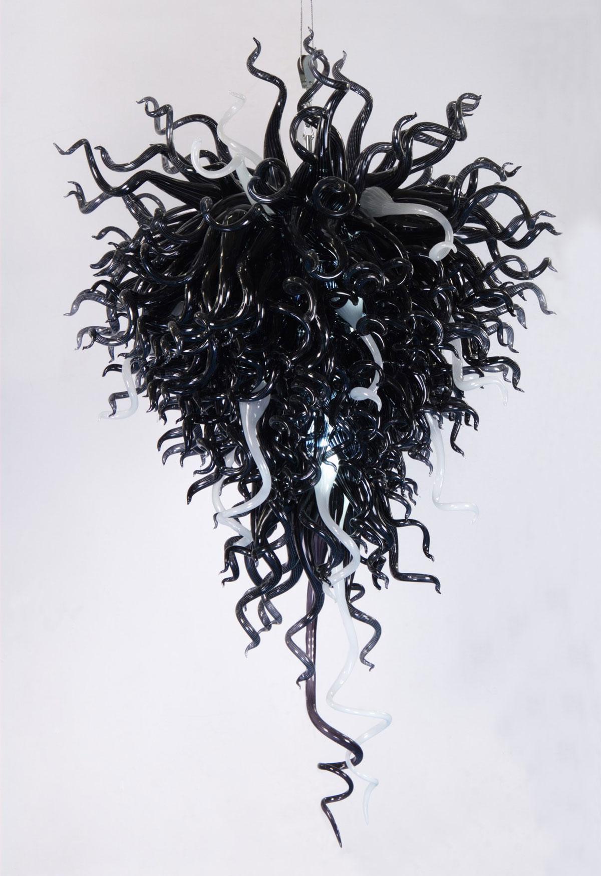 Artystyczny, unikalny, ręcznie wykonywany żyrandol nowoczesny z czarnego dmuchanego szkła