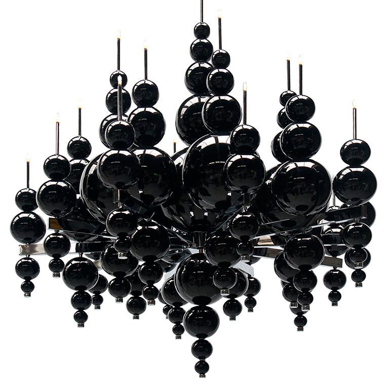"""Nowoczesny, czarny żyrandol """"Łzy z księżyca"""" ze szklanymi kulami, krysztalkami Swarovskiego i chromowaną ramą"""