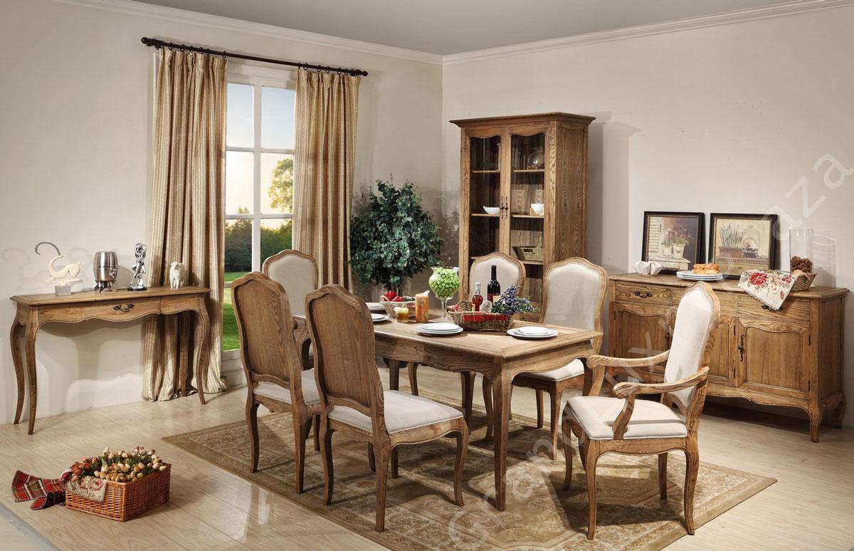 Drewniane meble do jadalni w stylu prowansalskim: stół, krzesła, witryna, komoda