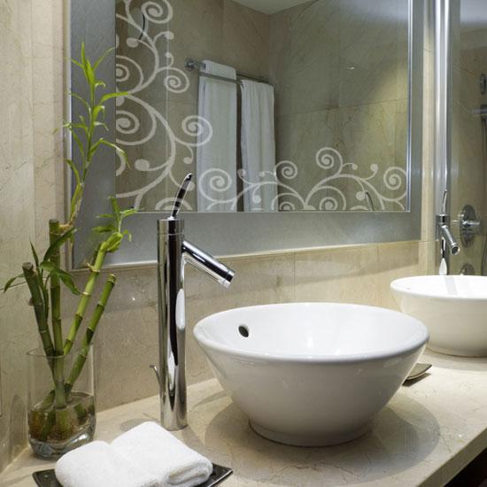 Przykład naklejki na lustro łazienkowe - ornament