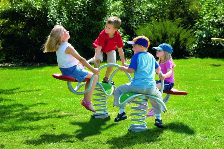Plac zabaw w ogrodzie ograniczony jedynie wyobraźnią