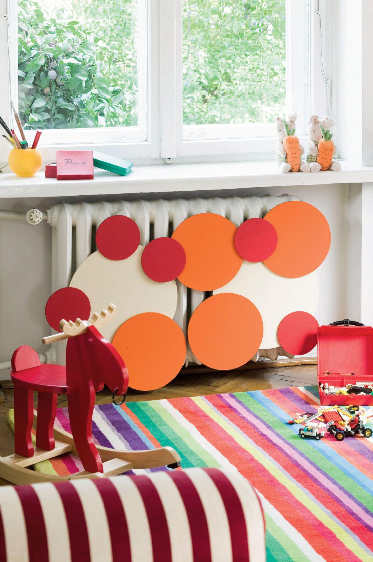 Wieloczęściowa, kolorowa osłona grzejnikowa do pokoju dziecięcego