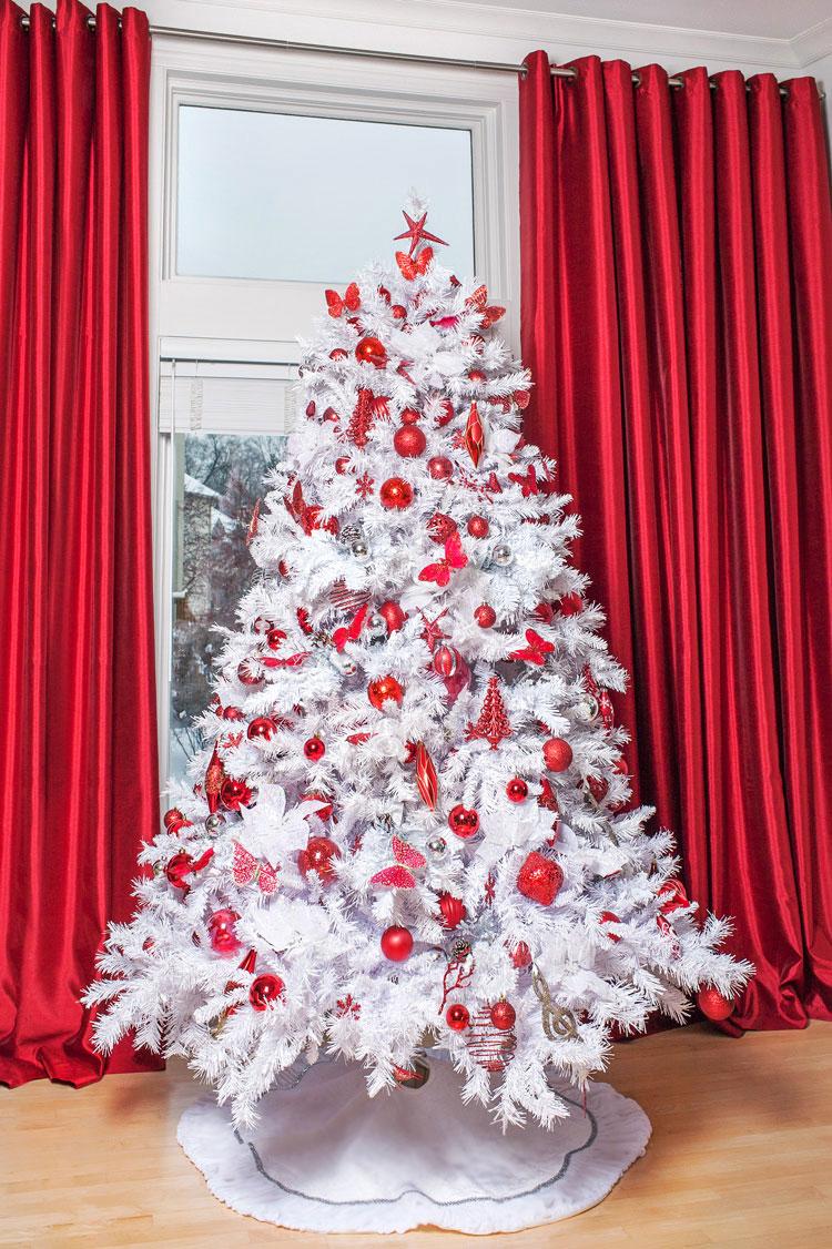 Choinka biało-czerwona - i wiesz jak modnie ubrać choinkę