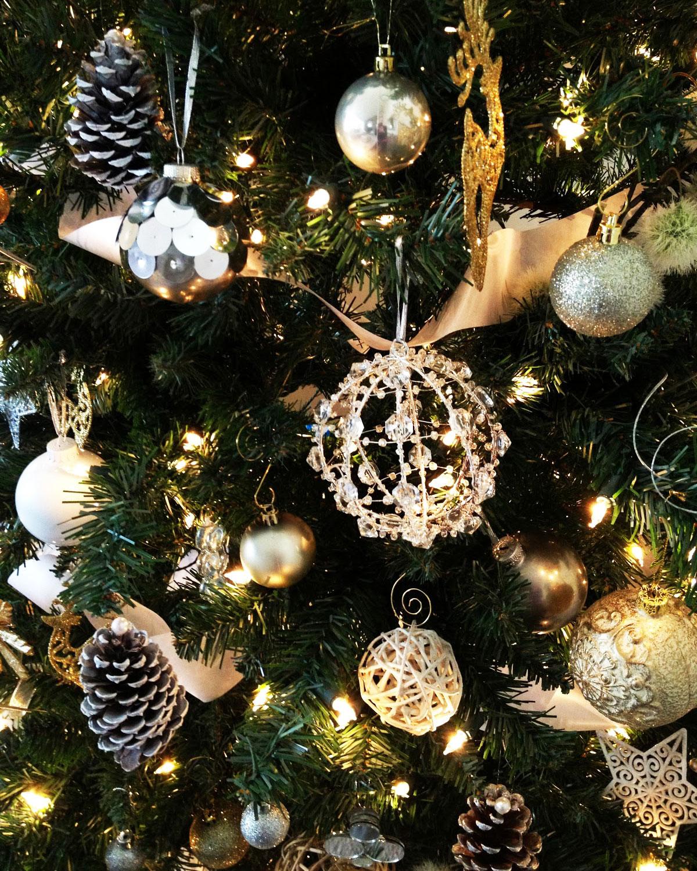 Ozdoby i dekoracje świąteczne ręcznie robione: bombki, gwiazdki, szyszki, wycinanki