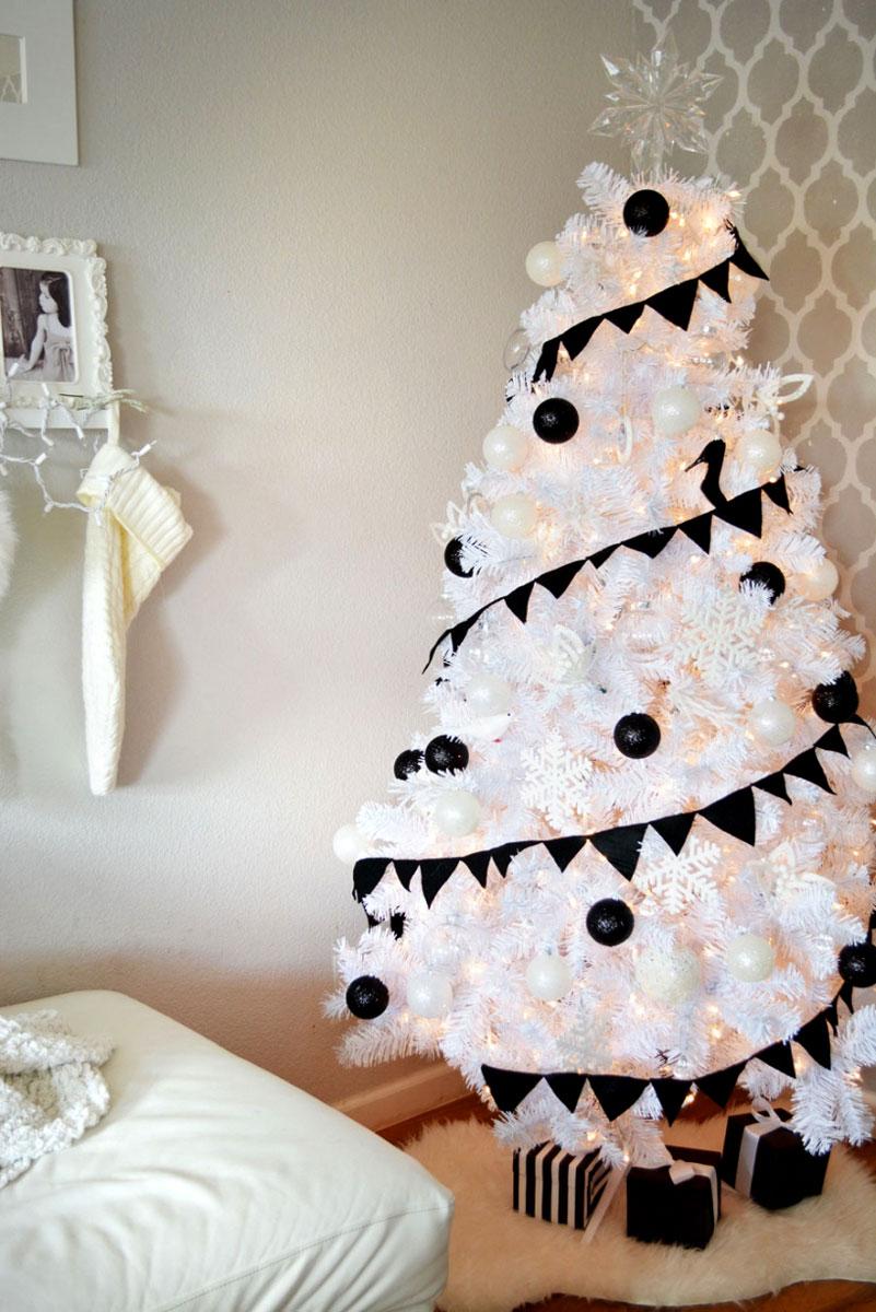 Pomysł na ładne ubranie choinki - biało-czarne ozdoby bożonarodzeniowe
