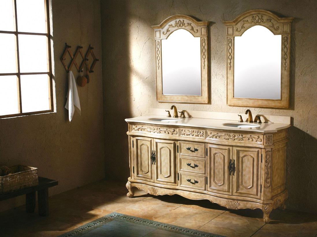 Urocza kremowa szafa, komoda łazienkowa z drewna klonowego z dekoracyjnymi lustrami, białym marmurowym blatem, mosiężnymi bateriami i wieszakiem