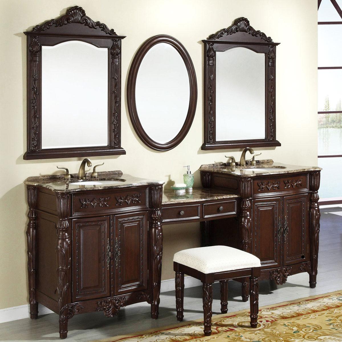 Zestaw ciemnych, drewnianych mebli łazienkowych retro z podwójną umywalką i stylową toaletką do makijażu. W komplecie także trzy klasyczne lustra.