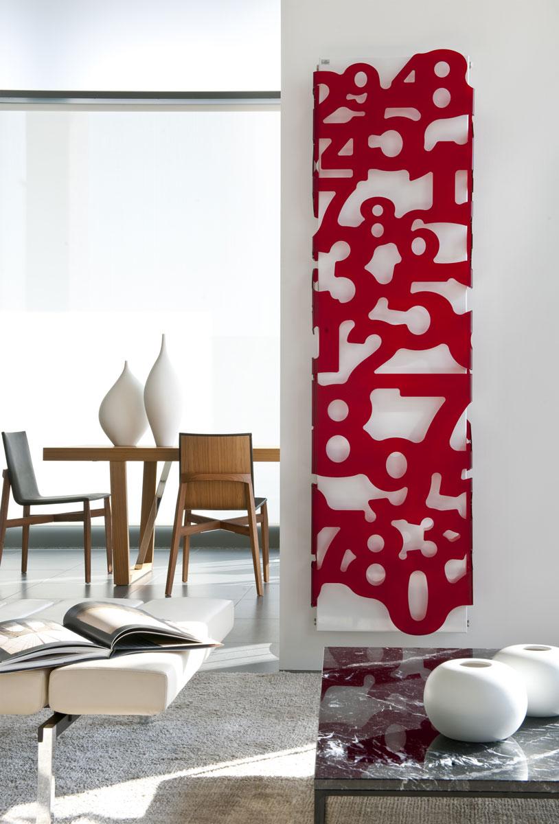 Biały, pionowy, pokojowy grzejnik ozdobny do salonu z czerwonym wzorem