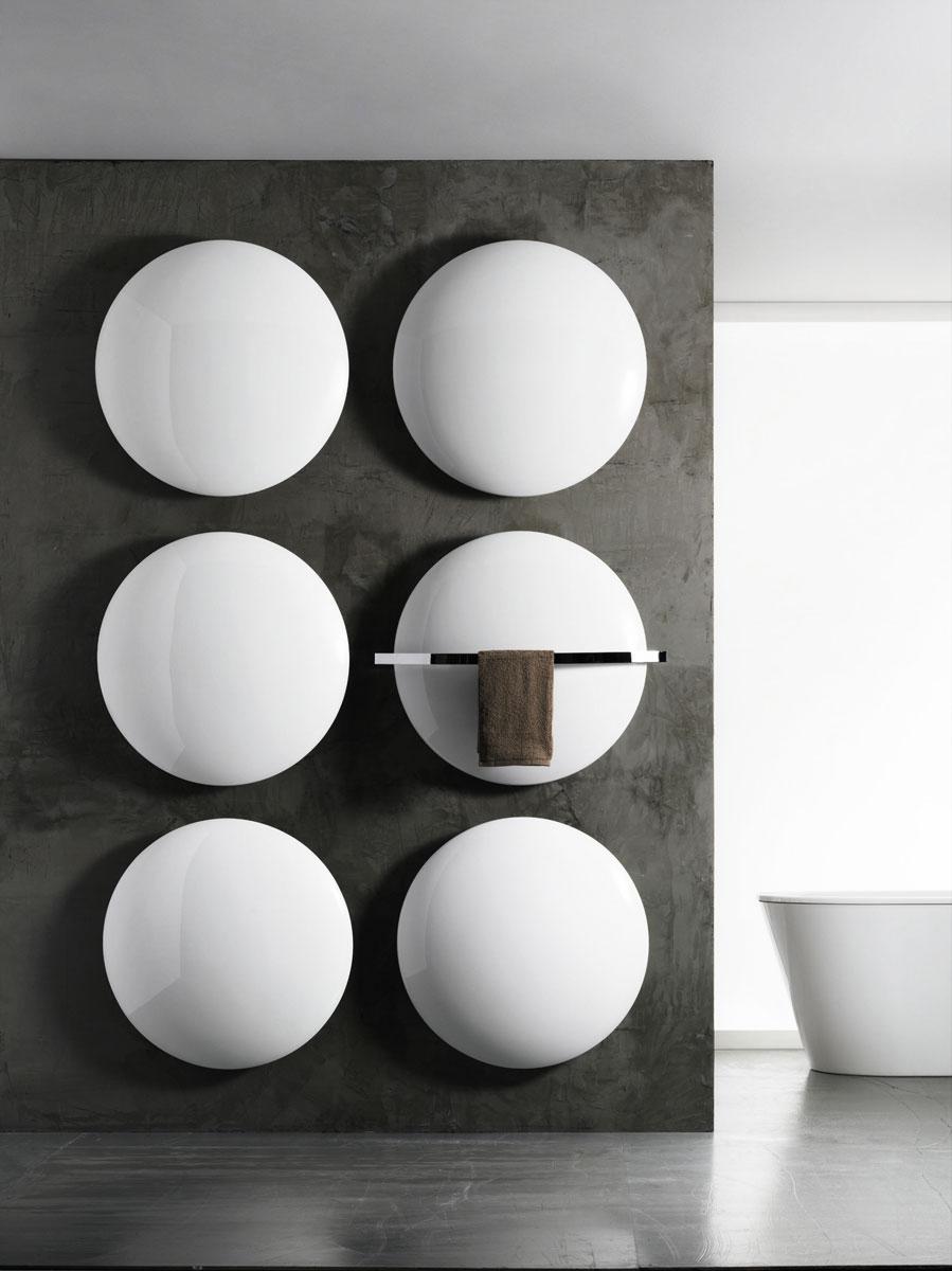 Luksusowe, nietypowe, okrągłe grzejniki dekoracyjne Moon&Saturn producenta Antrax zaprojektowane na wzór Księżyca. Nadają się do każdego wnętrza: domy, pokoje, łazienki, hotele, restauracje.