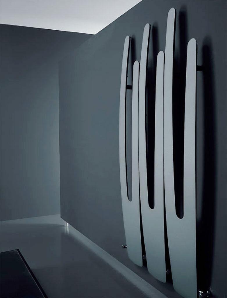 Nowoczesny, futurystyczny design dużego, szerokiego, panelowego grzejnika ozdobnego Antrax VU