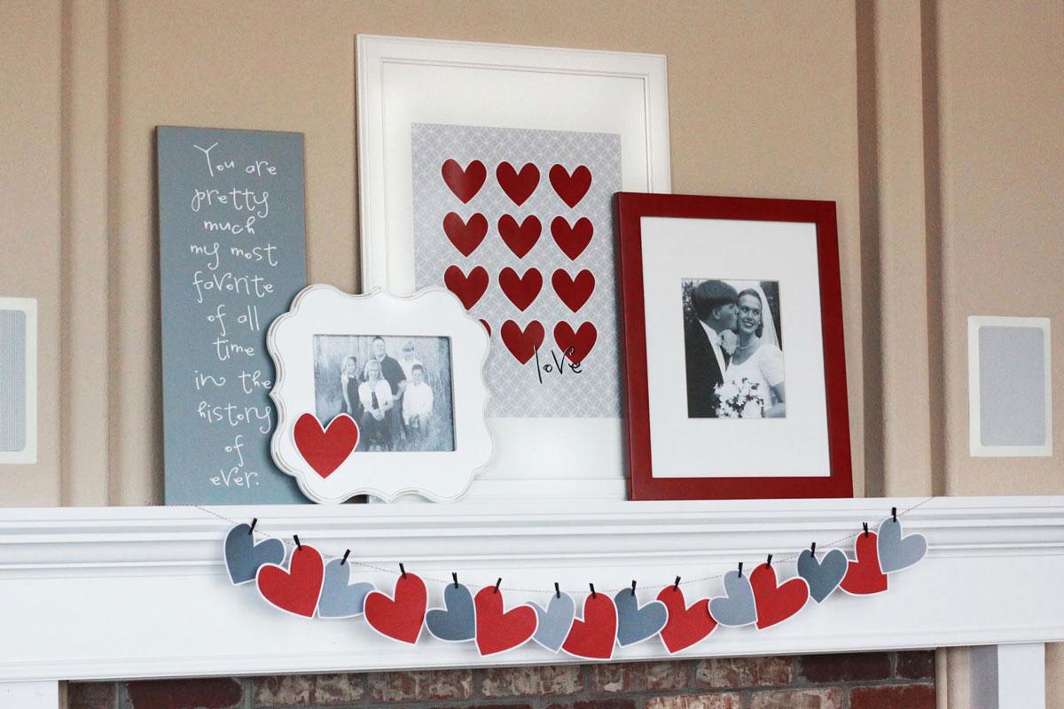 Ciekawe dekoracje na Walentynki: zdjęcia, obrazki, papierowe serca i serduszka na półce nad kominkiem - zrób to sam