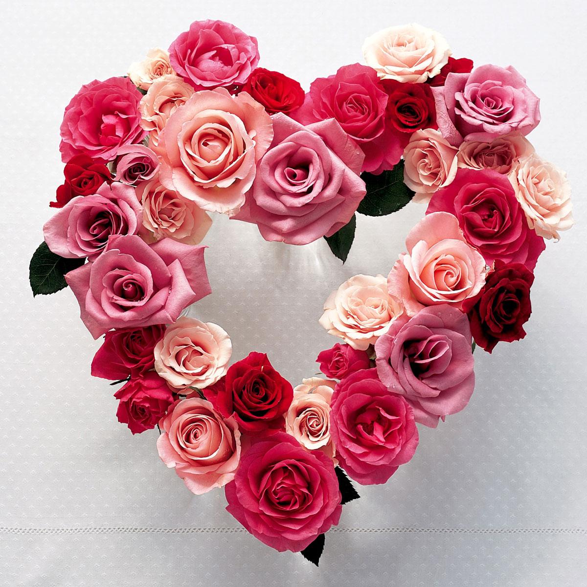 Urocza i pomysłowa dekoracja na Dzień Zakochanych: walentynkowe serce z róż - łatwe do samodzielnego wykonania