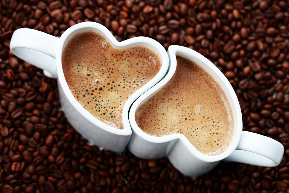 A może urocze filiżanki do kawy w kształcie serc - prawda, że idealnie do siebie pasują?