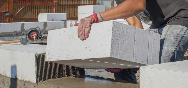 Jak wybrać materiały na budowę domu?
