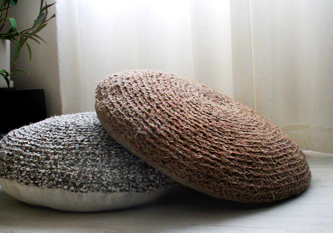 Okrągłe poduszki do siedzenia na podłodze: szara i brązowa