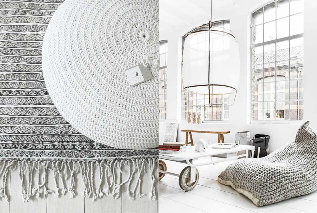 Wielkie poduszki do siedzenia na podłodze. Jasne, białe, wełniane. Dywanik, loft, stolik, ksiązki.