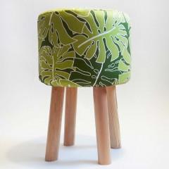 Puf do salonu: zielone liście MONSTERA