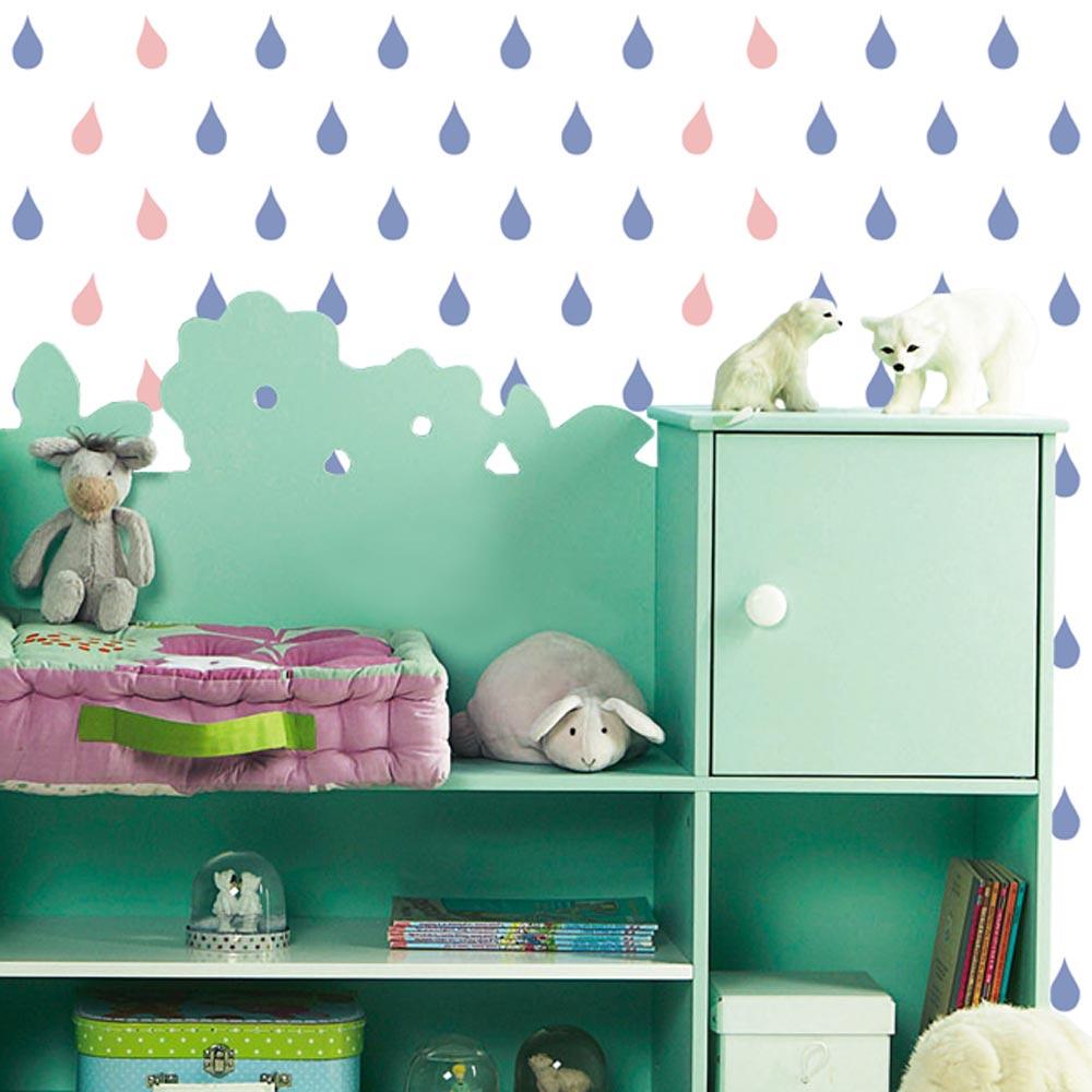 Biała tapeta w krople deszczu niebiesko-różowe