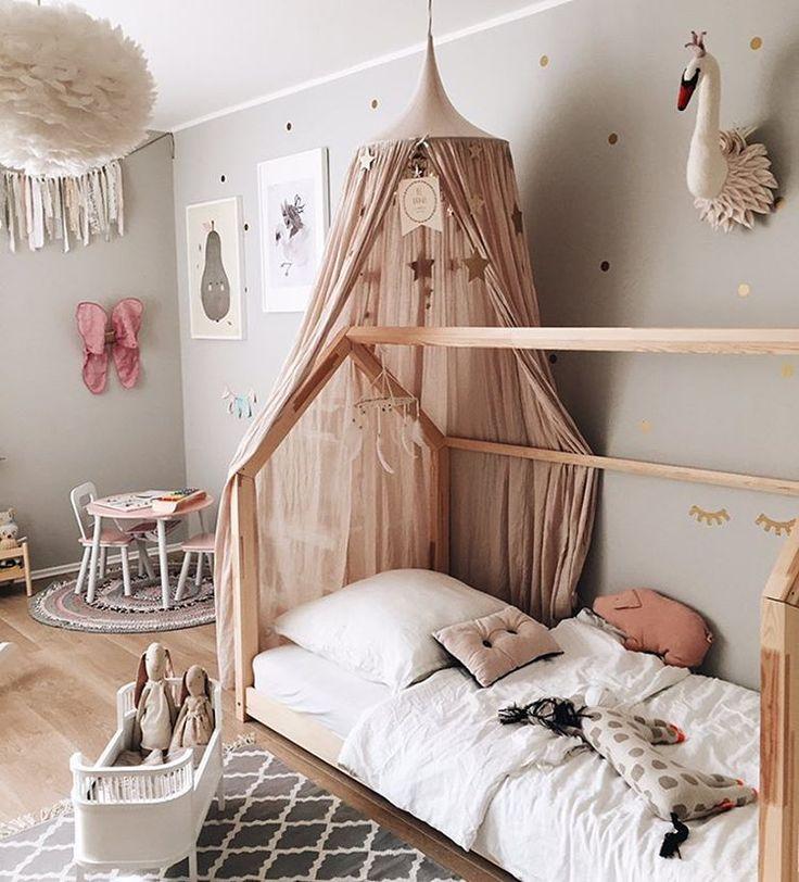 Pokój dla dziewczynki szaro-beżowy